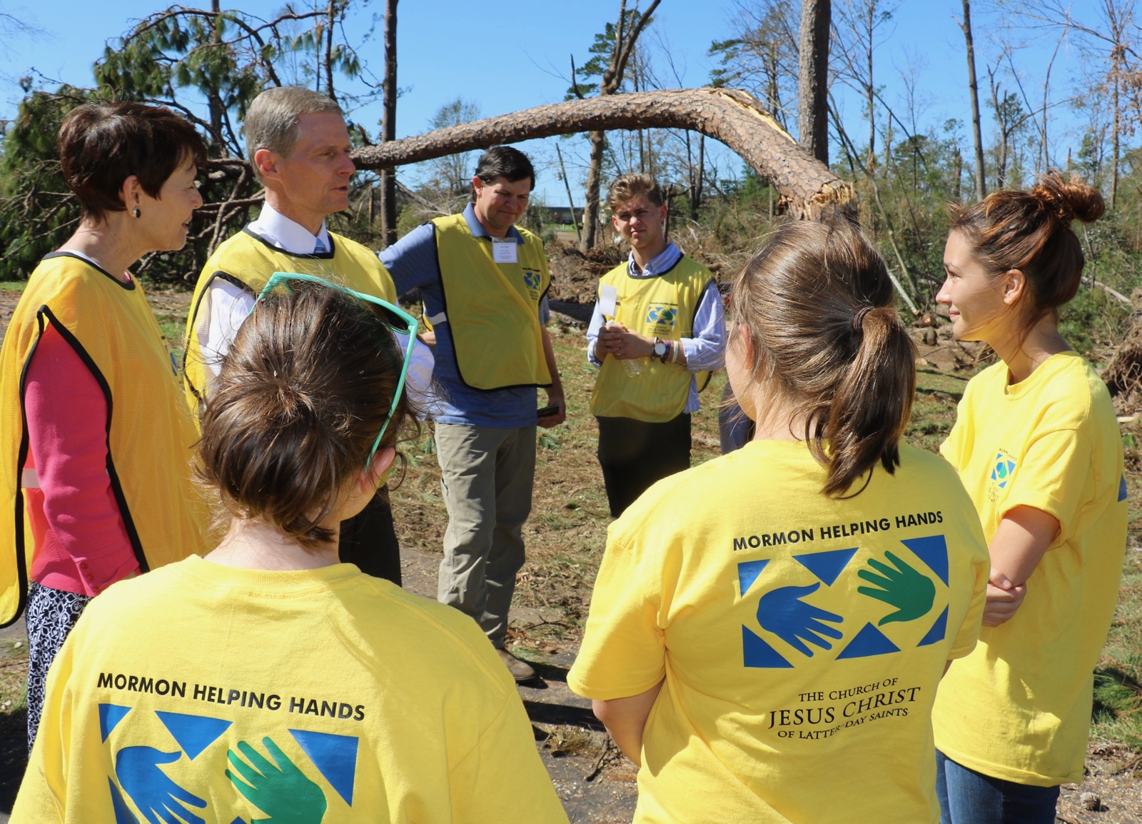Helping Hands volunteers in Marianna, Florida, take a break for a few minutes on Oct. 21, 2018, to speak with Elder David A. Bednar of The Church of Jesus Christ of Latter-day Saints' Quorum of the Twelve Apostles and Sister Susan Bednar. Photo: Jason Swensen, Church News