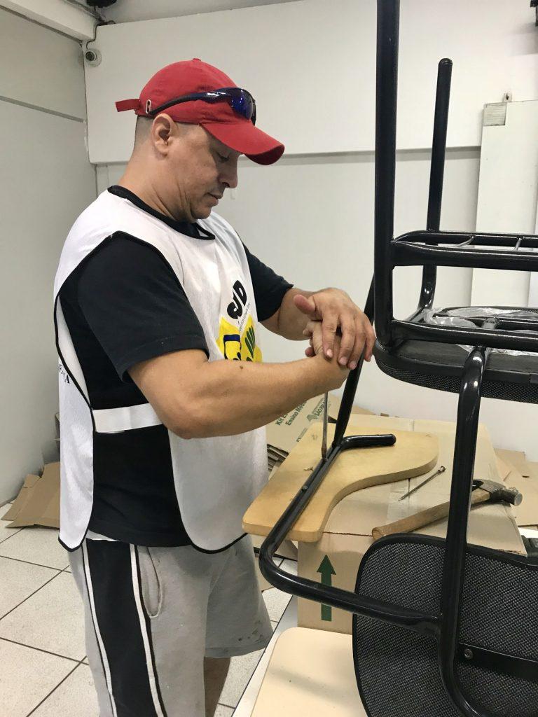 Trabalho de manutenação também foi feito por voluntários em mutirão na Escola Estadual Walter Paiva em Ribeirão Preto, SP (Foto: Andreia Moreno/Divulgação)