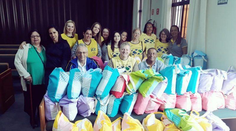 Projeto Mãos que Ajudam completa produção de Kits para bebês na Maternidade