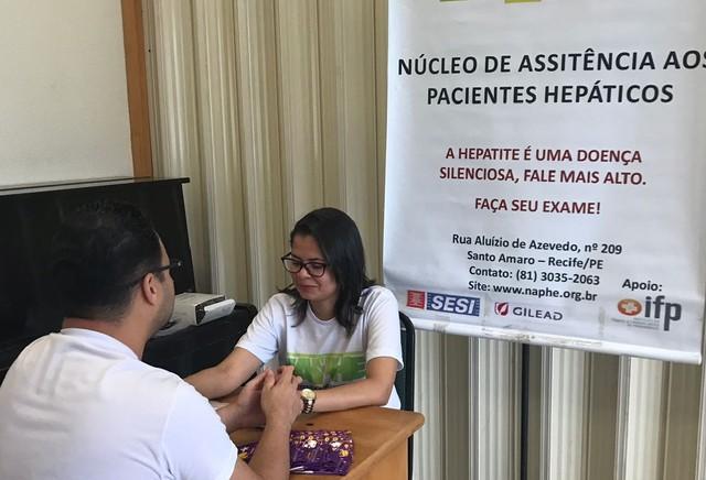 Exames gratuitos para detectar hepatites são oferecidos pelo Projeto Mãos Que Ajudam, no Recife (Foto: Orson Lemos/Divulgação)