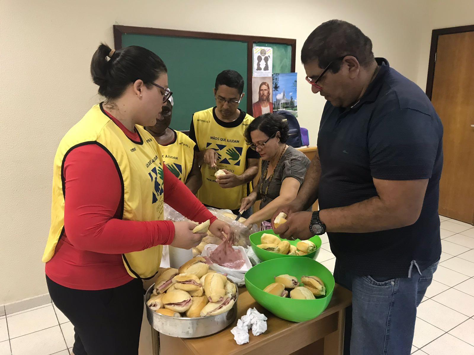 Voluntários do Mãos Que Ajudam levam serviços gratuitos de saúde e cidadania em Recife