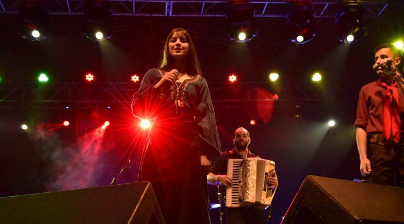 """Jovem """"Santos dos Últimos Dias"""" encanta no palco da 41ª EXPOINTER"""