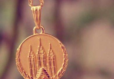 Medalhão das Moças é dado a uma escritora não membro