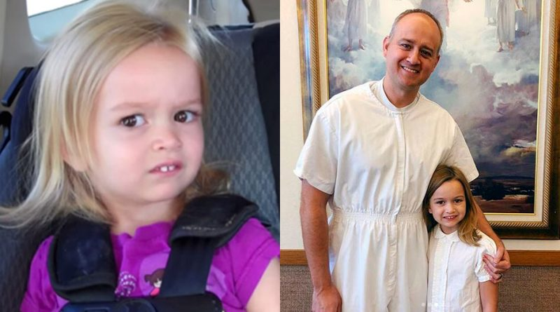 Chloe, a menininha famosa por seus memes no mundo todo, foi batizada na Igreja