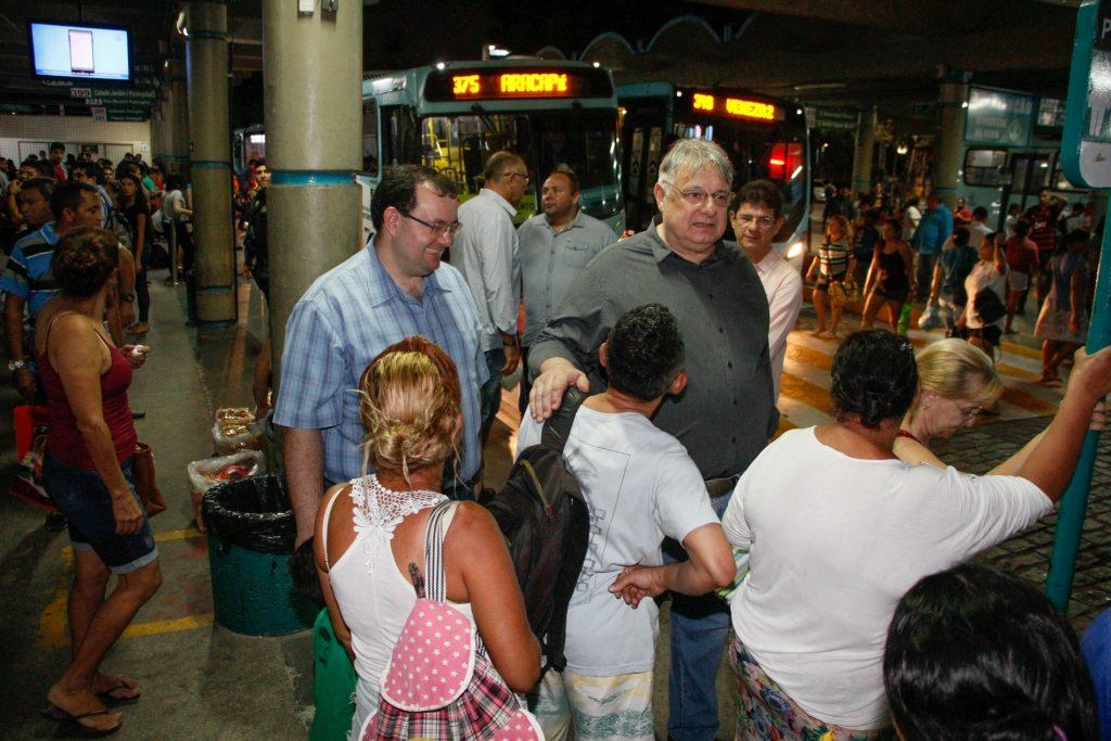 Moroni esteve nos terminais do Siqueira e da Parangaba na noite de quarta-feira (25/09)