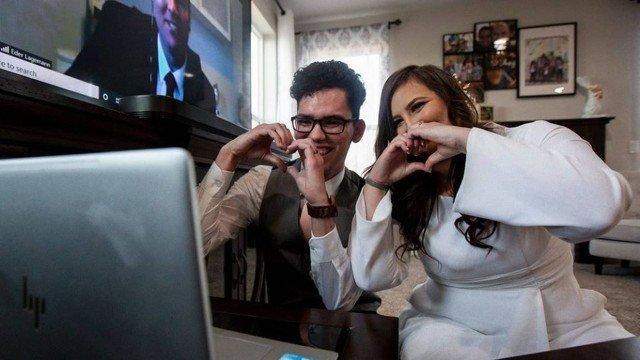 Alyson Sá e Erin Welter se casaram durante quarentena nos EUA Foto: Facebook / Reprodução